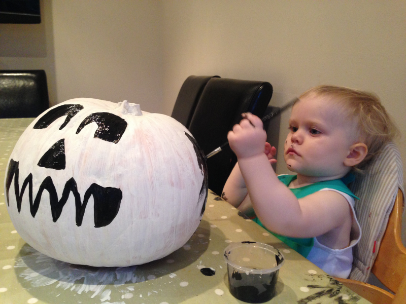 Pumpkin Painting for kids and toddlers rooomy magazine