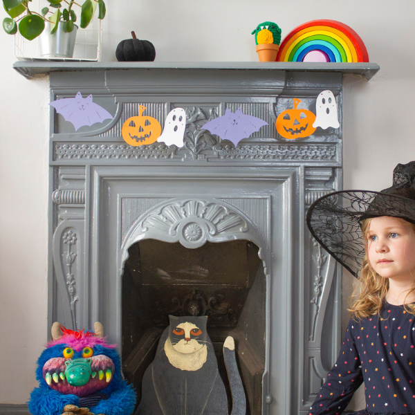 Halloween garland from Nelly's Treasures for kids bedrooms